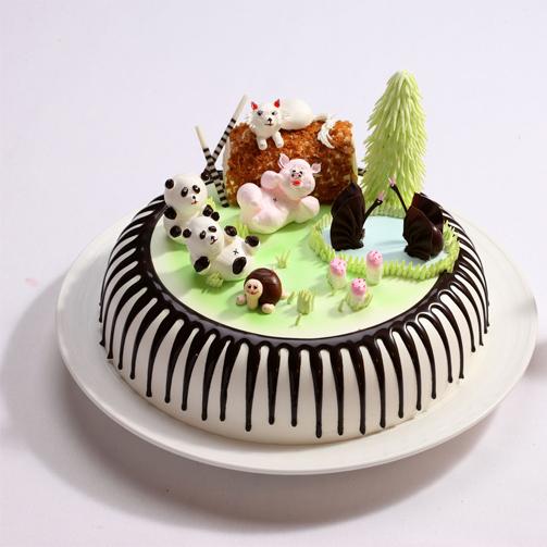 非常漂亮的动物乐园蛋糕